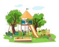 Dzieciaka boisko w miasto parku Huśtawki, piaskownica, obruszenie, drzewo i ławka, Zdjęcia Stock