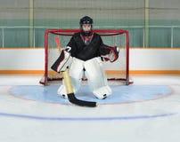Dzieciaka bramkarz W hokej sieci zagnieceniu obrazy stock