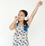 Dzieciaka portreta Rozochocony Słuchający Muzyczny pojęcie Obrazy Royalty Free