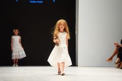 Dzieciaka ` s mody dzień podczas Białoruś mody tygodnia na Październiku 29, 2017 w Minsk, Białoruś Fotografia Stock