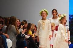 Dzieciaka ` s mody dzień podczas Białoruś mody tygodnia na Październiku 29, 2017 w Minsk, Białoruś Zdjęcie Stock
