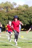dzieciaki ścigają się sporty Zdjęcia Royalty Free