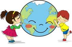 Dzieciaki ściska uśmiechniętą planety ziemię i całuje ilustracji