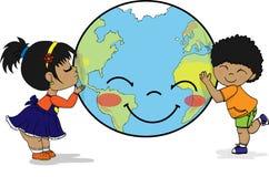 Dzieciaki ściska uśmiechniętą planety ziemię i całuje ilustracja wektor