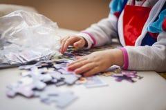 Dzieciaki bawić się bez urządzeń elektronicznych obrazy royalty free