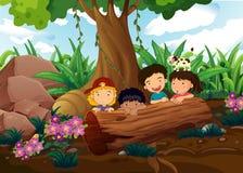 Dzieciaki bawić się przy drewnami Fotografia Stock