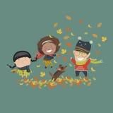 Dzieciaki bawić się z jesień liśćmi Obrazy Stock