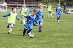 dzieciaki dopasowywają piłkę nożną Obraz Stock