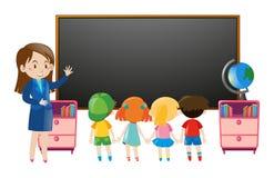 Dzieciaki i nauczyciel w sala lekcyjnej royalty ilustracja