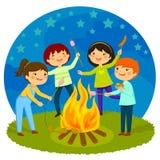 Dzieciaki ma ognisko royalty ilustracja
