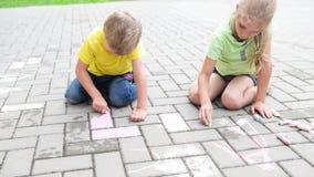 Dzieciaki maluje z kredą zbiory wideo