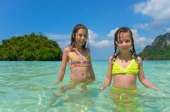 Dzieciaki na plaża wakacje obrazy stock