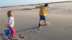Dzieciaki na plaży fotografia royalty free