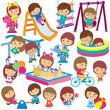 Dzieciaki przy boisko klamerki sztuki setem Fotografia Royalty Free