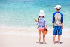 Dzieciaki przy plażą Fotografia Stock