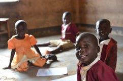 Dzieciaki przy szkołą przy Angal fotografia royalty free