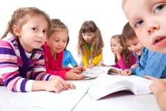 Dzieciaki robią Pracie domowej Zdjęcie Royalty Free