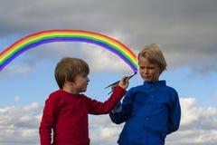 Dzieciaki target1028_1_ w niebie Fotografia Stock