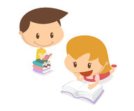 Dzieciaki w akci Czytelnicze książki Obrazy Royalty Free