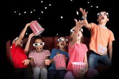 Dzieciaki w filmach Fotografia Royalty Free