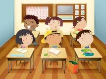 Dzieciaki w sala lekcyjnej royalty ilustracja