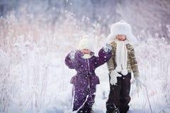 Dzieciaki w zima Zdjęcia Royalty Free