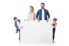 Dzieciaki wskazuje przy pustym sztandarem w rodzic rękach Fotografia Stock