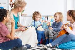 Dzieciaki z instrumentami fotografia stock