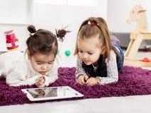 Dzieciaki z pastylką obrazy royalty free