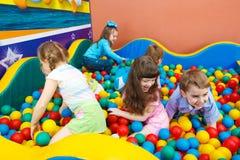 dzieciaków bawić się Zdjęcia Stock