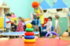 dziecina ostrosłupa stojaka stołu zabawka Obrazy Stock