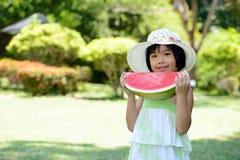 Dziecka łasowania arbuz Zdjęcie Stock