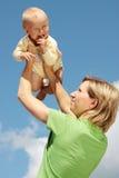 dziecka błękit matki niebo zdjęcie royalty free