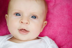 dziecka błękit przyglądająca się dziewczyna Obraz Stock