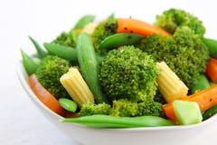 dziecka brokułów marchwiany kukurydzany grochowy sałatki kłapnięcie Zdjęcia Stock
