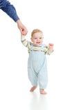 Dziecka chodzących kroków pierwszy czas Obrazy Royalty Free