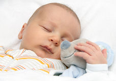 Dziecka dosypianie w łóżku Fotografia Stock