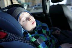 Dziecka dosypianie w samochodowym siedzeniu Zdjęcie Royalty Free