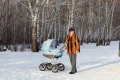 dziecka frachtu kobieta Zdjęcie Royalty Free
