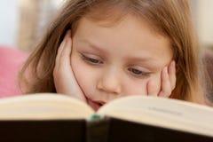 dziecka książkowy czytanie Zdjęcie Stock