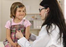 dziecka lekarki target3710_0_ Zdjęcie Royalty Free
