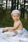 dziecka śliczny trawy obsiadanie Obraz Stock