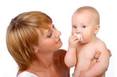 dziecka macierzysty ono uśmiecha się Fotografia Royalty Free