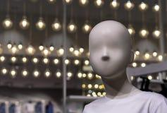 Dziecka mannequin z latem odziewa w sklepie fotografia royalty free