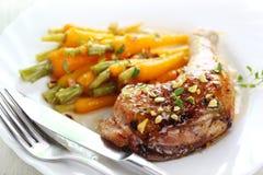 dziecka marchewek kurczak piec na grillu Zdjęcia Royalty Free