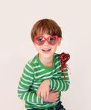 Dziecka mienia walentynki dnia serce, miłość fotografia stock