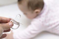 dziecka odosobniony pacyfikatoru krzemu biel Fotografia Royalty Free