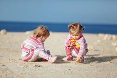Dziecko przy plażą Fotografia Royalty Free