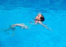 Dziecka pływacki backstroke Obraz Royalty Free