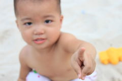 dziecka palca ostrości wskaźnik rozciągać target1692_1_ Fotografia Stock